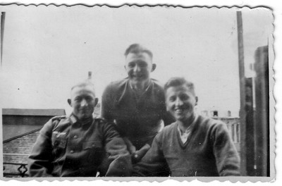Urgroßvater mit Kameraden.