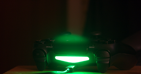 DS4 green light